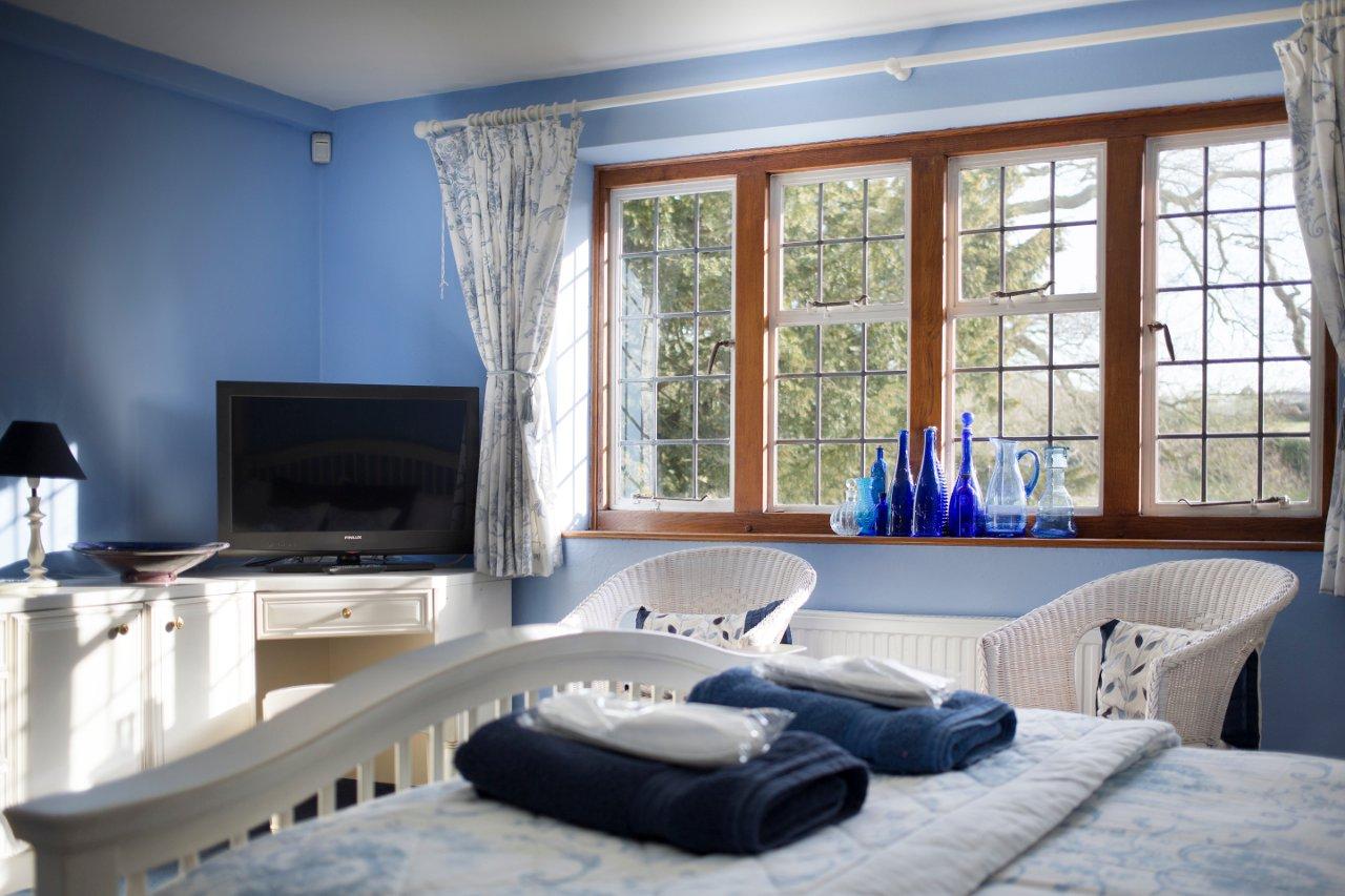 Blue Room 01