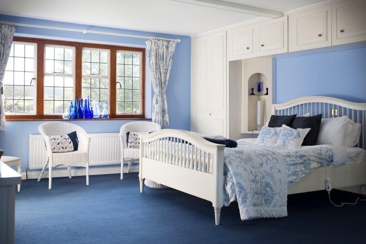 Blue Room 02
